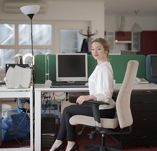 Wanita di kantor